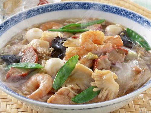Суп с овощами и морепродуктами