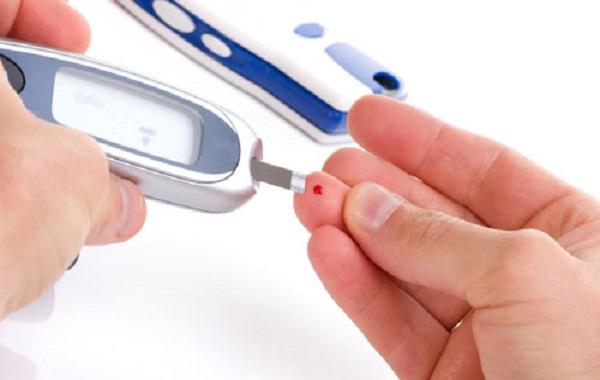 определение сахара в крови глюкометром