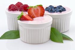 Польза кефира с ягодами