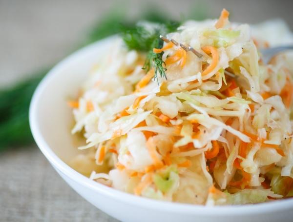 Салат с земляной грушей и капустой