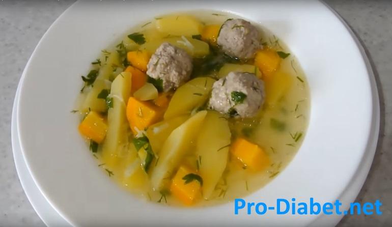 Овощной суп с фрикадельками.