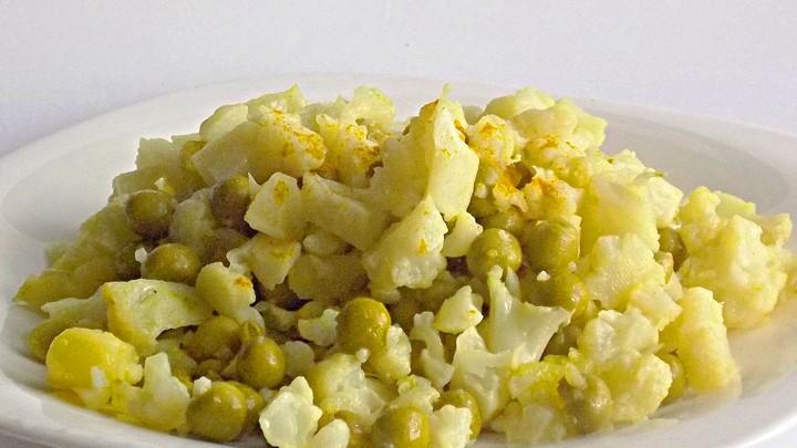 салат из горошка и цветной капусты